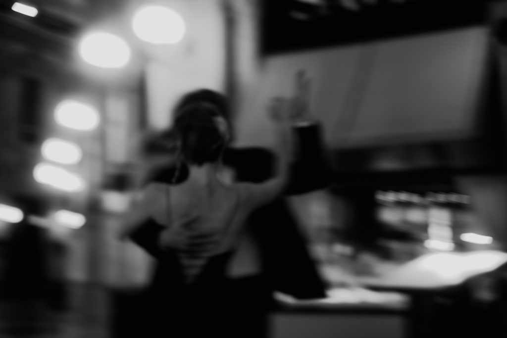 couple dancing in milan